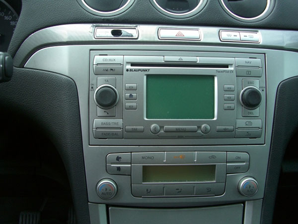 autoradio einbau tipps infos hilfe zur autoradio installation autoradio ausbauen ford s max. Black Bedroom Furniture Sets. Home Design Ideas