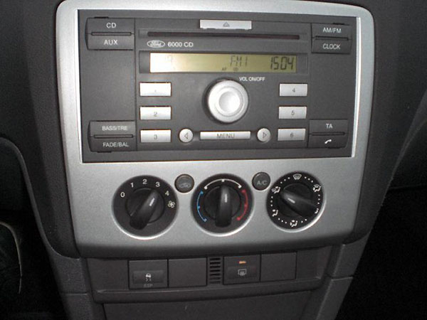 original ford focus radio ausbauen autoradio hilfe infos. Black Bedroom Furniture Sets. Home Design Ideas