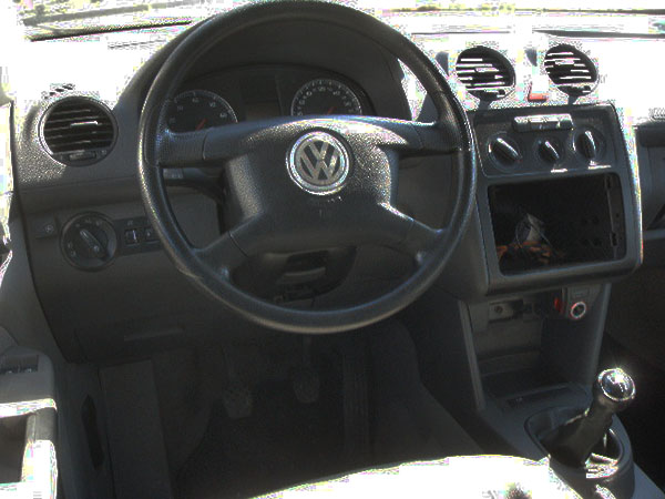 vw-caddy-radioschacht-offen
