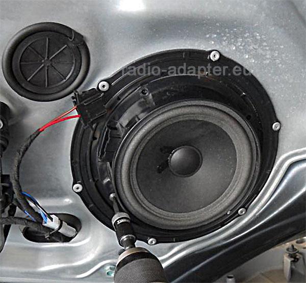 VW-Golf-6-Lautsprecherring-ausbohren
