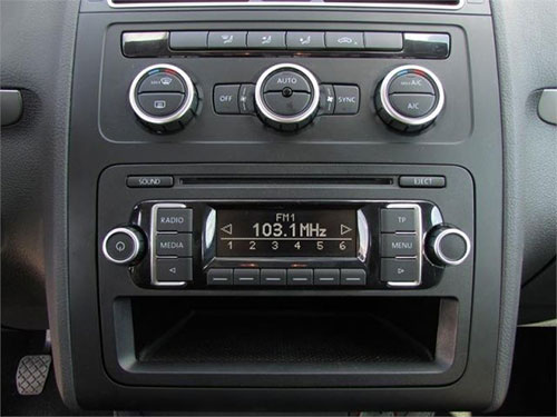 autoradio einbau tipps infos hilfe zur autoradio installation vw touran autoradio blenden set. Black Bedroom Furniture Sets. Home Design Ideas