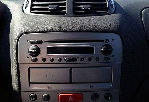 Alfa Romeo 147 Radio 2004