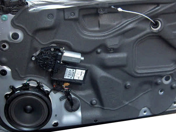 Audi A4 B7 Lautsprecher ausbauen in den vorderen Türen