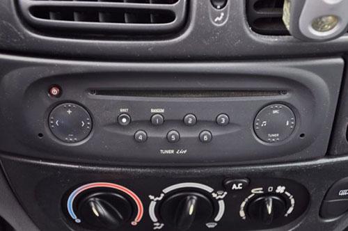 autoradio einbau tipps infos hilfe zur autoradio installation renault megane radioblenden set. Black Bedroom Furniture Sets. Home Design Ideas