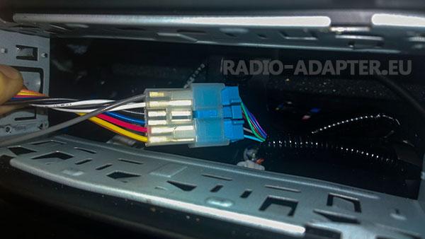 Citroen C1 Radioschacht Fahrzeugstecker anschließen