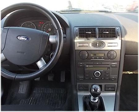 Ford-Mondeo-Werksradio-2005