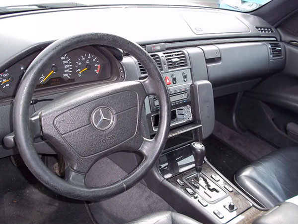 MercedesE320radiojpg