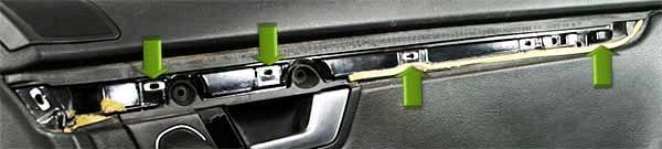 Audi-A4-B6-Türverkleidung-Zierleiste-entfernen