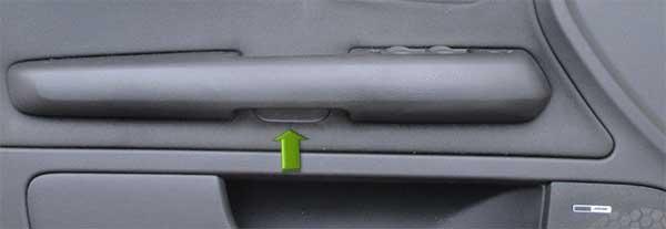 Audio-A4-B6-Türverkleidung-Armlehne-Schraube