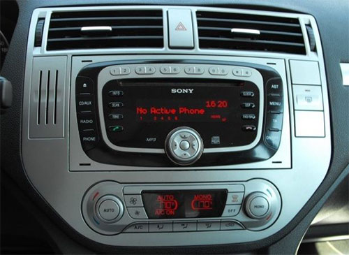 Ford-C-Max-Sony-Radio