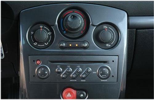 Renault-Clio-Radio-2006